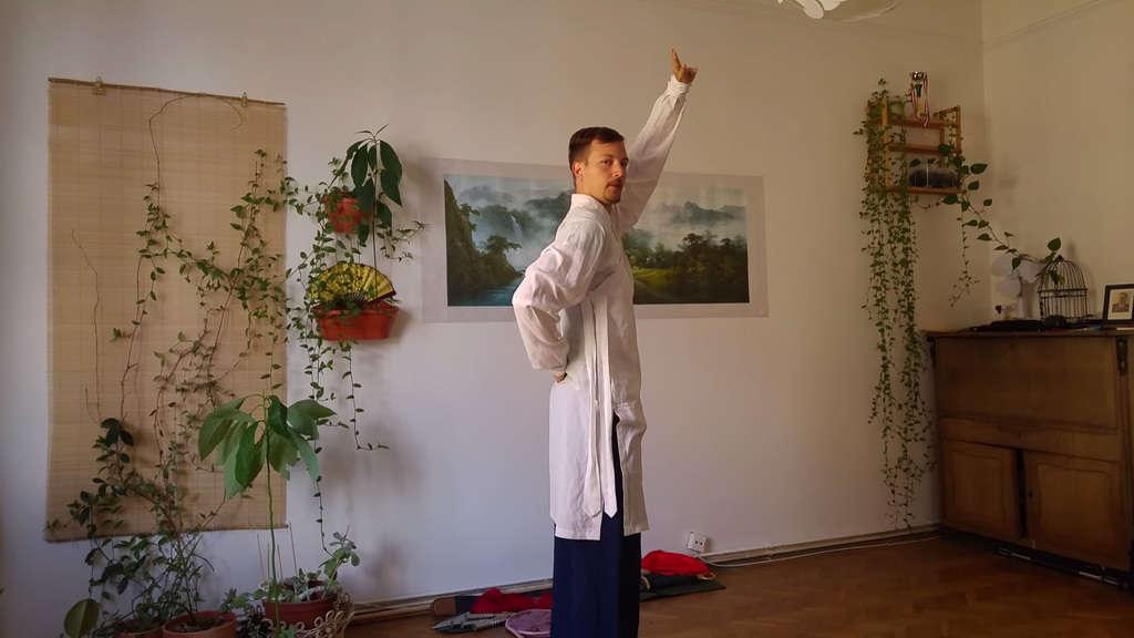 Ba Duan Jin Qi Gong - First Movement