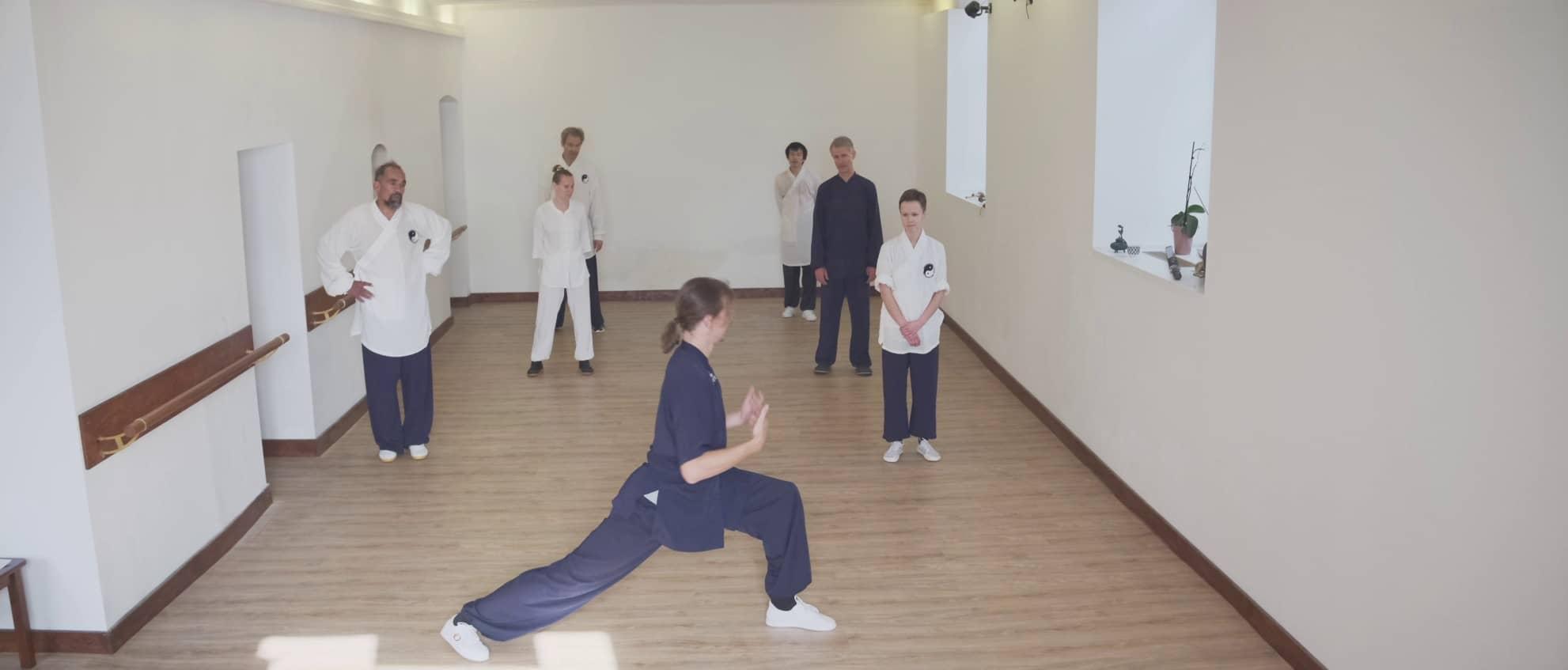 Punching Method for Jibenquan